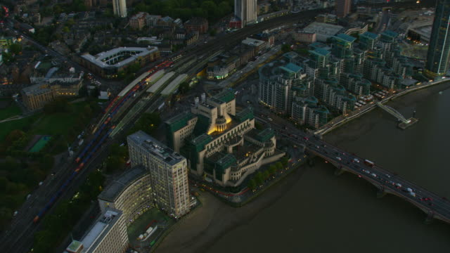 aerial sunset view mi6 foreign intelligence agency london - headquarters stock videos & royalty-free footage