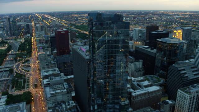 aerial sunset view of illuminated chicago city freeways - millennium park chicago bildbanksvideor och videomaterial från bakom kulisserna