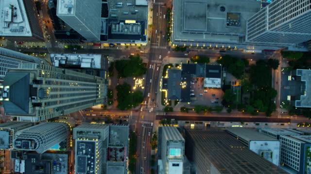aerial sunset view of illuminated chicago city skyscrapers - rutnät bildbanksvideor och videomaterial från bakom kulisserna