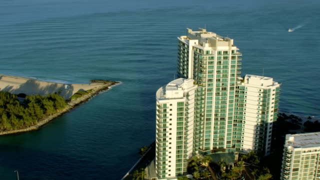 vídeos de stock, filmes e b-roll de aerial sunset view ritz carlton hotel resort miami - ritz carlton hotel