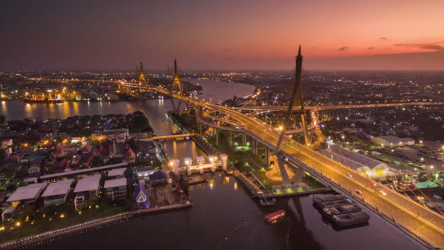 vídeos de stock, filmes e b-roll de vista do pôr-do-sol foto aérea do bhumibol bridge, hyperlapse - tailândia