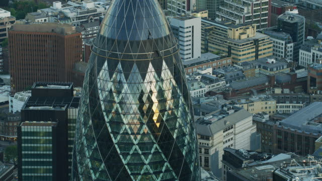 aerial sunset view the gherkin glass skyscraper london - sir norman foster building stock videos & royalty-free footage