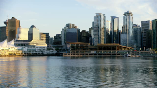 vídeos de stock, filmes e b-roll de aerial sunset view vancouver harbour british columbia canada - frente ao mar