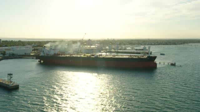 vídeos de stock e filmes b-roll de aerial sunset view williamstown docks and coastline melbourne - ancorado