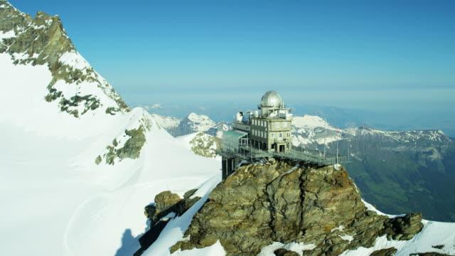 vidéos et rushes de aerial swiss jungfraujoch sphinx observatory mountain railway outdoor - alpes suisses