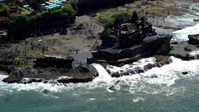aerial tanah lot temple shrine bali indian ocean - 寺院点の映像素材/bロール