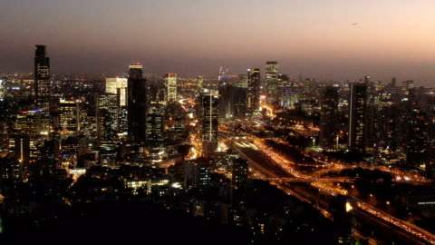 aerial / tel aviv cityscape an night - テルアビブ点の映像素材/bロール