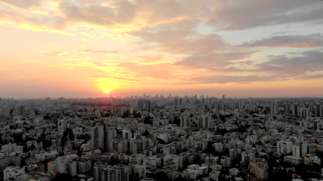 aerial /tel aviv skyline with towers and financial district/ busy traffic day in ayalon highway - テルアビブ点の映像素材/bロール