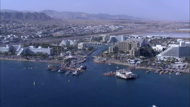 aerial the city of eilat in southern israel on coast of red sea, eilat, arava, israel - アラバ砂漠点の映像素材/bロール