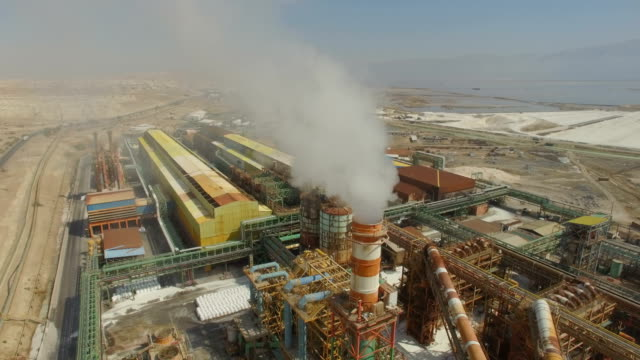 aerial/ the dead sea works potash plant, sdom - chemikalie stock-videos und b-roll-filmmaterial