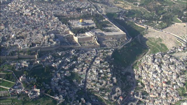 stockvideo's en b-roll-footage met aerial the old city of jerusalem, israel - rotskoepel