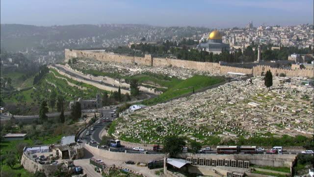 aerial the temple mount in jerusalem, israel - avvenimento biblico video stock e b–roll