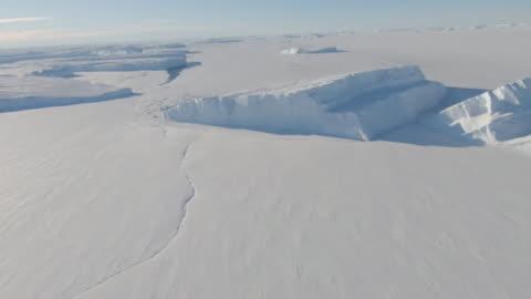 vídeos y material grabado en eventos de stock de aerial thwaites glacier, antarctica - antarctica