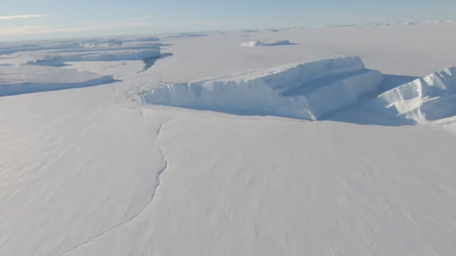 aerial thwaites glacier, antarctica - south pole stock videos & royalty-free footage