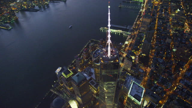 aerial tilted downward orbit freedom tower - turmspitze stock-videos und b-roll-filmmaterial