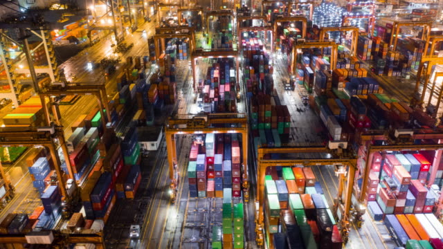 aerial time lapse of busy container hafen in hong kong in der nacht - dockarbeiter stock-videos und b-roll-filmmaterial