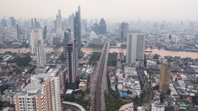 vídeos de stock, filmes e b-roll de lapso de tempo aéreo 4k ou hiper lapso da cidade de bangkok - bangkok