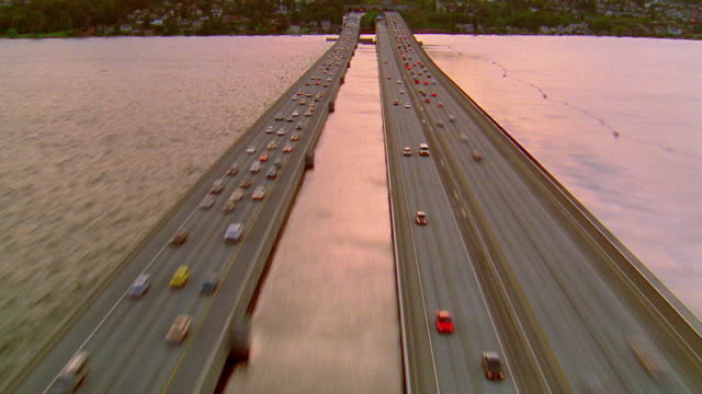 aerial time lapse traffic on bridge over puget sound / camera speed changes to real time / washington - cinematografi bildbanksvideor och videomaterial från bakom kulisserna