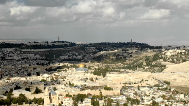 aerial time-lapse/ jerusalem old city with temple mount, dome of the rock and al-aqsa mosque - modern rock stock videos & royalty-free footage