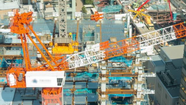 空中タイムラプス:東京の建設現場で働く - 建物の骨組み点の映像素材/bロール