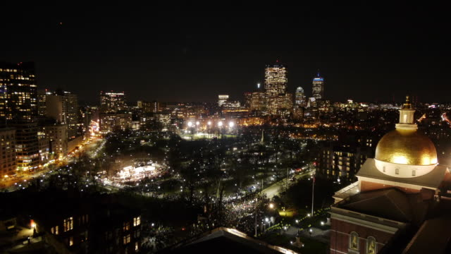 w/s aerial tl boston common firework and christmas tree lighting ceremony. zoom out - クリスマスツリー点灯式点の映像素材/bロール