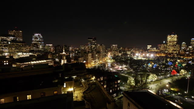 ew/s aerial tl boston downtown skyline during christmas tree lighting ceremony. - クリスマスツリー点灯式点の映像素材/bロール