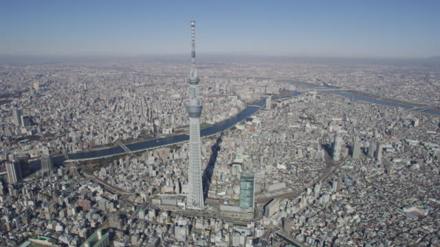 aerial tokyo skytree digital tv observation tower japan - スカイツリー点の映像素材/bロール