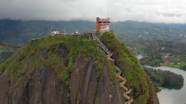 stockvideo's en b-roll-footage met aerial: top of the rock of guatape in guatape, colombia - colombia land
