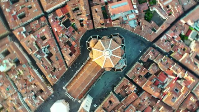 stockvideo's en b-roll-footage met aerial top view: famous duomo in beautiful town - florence, italy - table top view