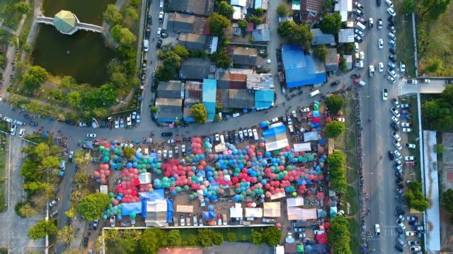 aerial top view of colorful tradition market in countryside - mercato luogo per il commercio video stock e b–roll