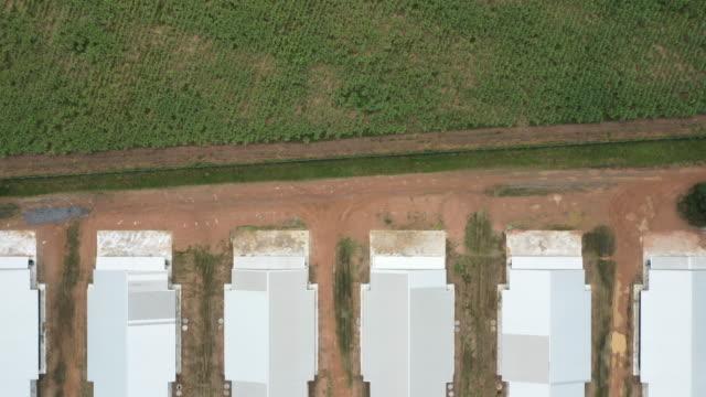 農場工場の航空トップビュー - 家禽点の映像素材/bロール
