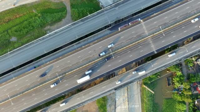Top luchtfoto van de snelweg