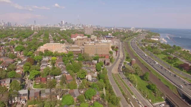 4k aerial toronto: fly over high park against toronto skyline - ontario kanada stock-videos und b-roll-filmmaterial