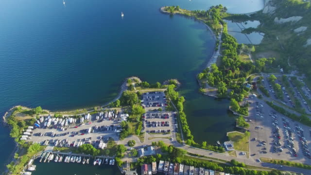 4K Aerial Toronto: Lake Ontario and Scarborough Bluffs