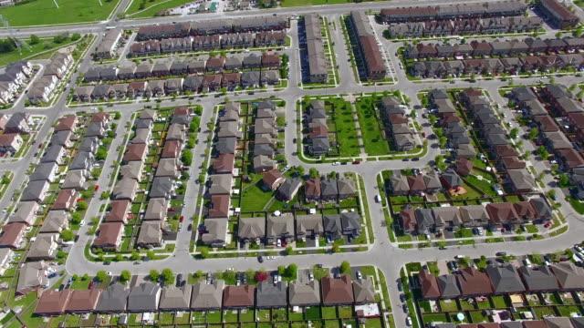 4K Aerial Toronto: Pan Down Toronto Residence