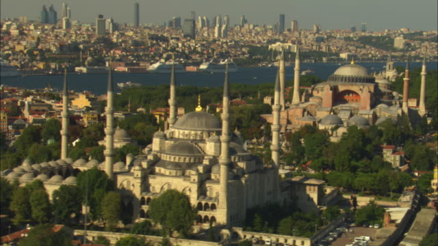 aerial track past hagia sophia and suleymaniye mosques with istanbul in background - suleymaniye mosque stock videos and b-roll footage
