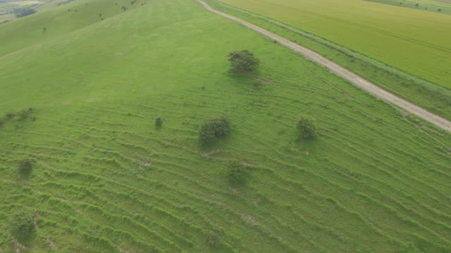 aerial track towards hikers on south downs - gebäudefries stock-videos und b-roll-filmmaterial