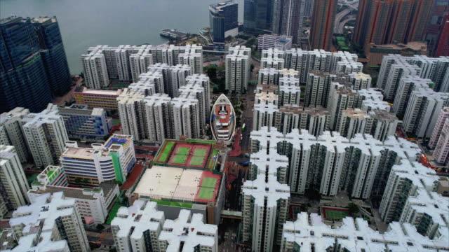 aerial tracking shot looking across the housing estate of whampoa garden, hung hom, kowloon, hong kong - 囲む点の映像素材/bロール
