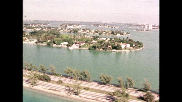 stockvideo's en b-roll-footage met aerial tracking shot over islands in miami; 1980 - macarthur causeway bridge