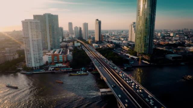 vídeos y material grabado en eventos de stock de antena, tráfico en puente - bangkok