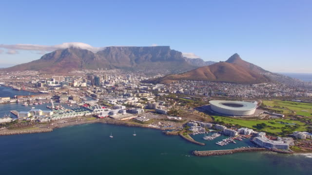 vídeos y material grabado en eventos de stock de aerial travel drone view of cape town, south africa with table mountain and stadium. - ciudad del cabo