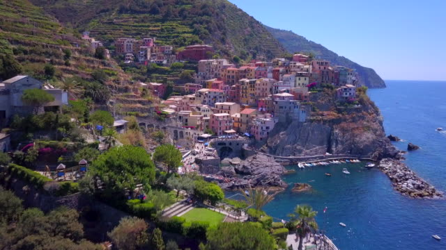 aerial travel view of manarola, cinque terre, italy. - mittelmeer stock-videos und b-roll-filmmaterial