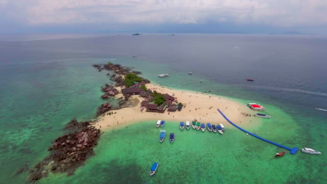 aerial :traveler at island - filippine video stock e b–roll
