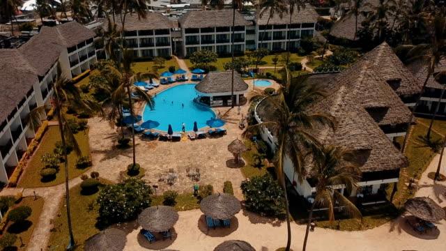 aerial/ tropical beach resort - utebassäng bildbanksvideor och videomaterial från bakom kulisserna