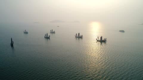 vídeos y material grabado en eventos de stock de aerial turtle head isle in taihu lake in wuxi city scenic spot - anclado