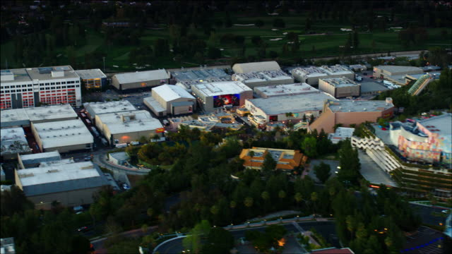 aerial pov, universal city and studios, in los angeles, ca, early evening. - nbcuniversal video stock e b–roll