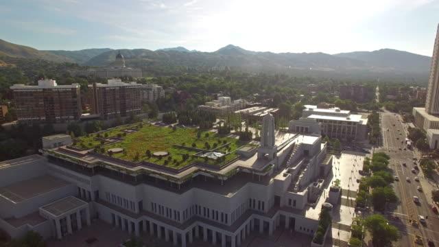 vídeos y material grabado en eventos de stock de vista aérea de la ciudad de salt lake city, utah - alta utah
