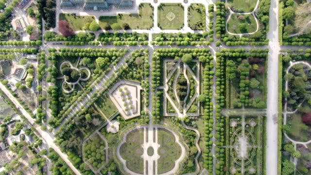 aerial vertical view of schönbrunn palace and schönbrunner schloss park - vienna austria stock videos & royalty-free footage