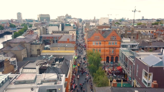 vidéos et rushes de aerial vertical view of temple bar, dublin/ ireland - résolution 4k