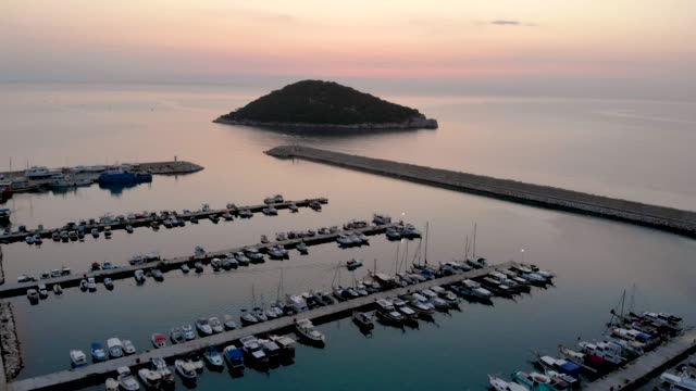 luftvideo antalya and harbour - jachthafen stock-videos und b-roll-filmmaterial